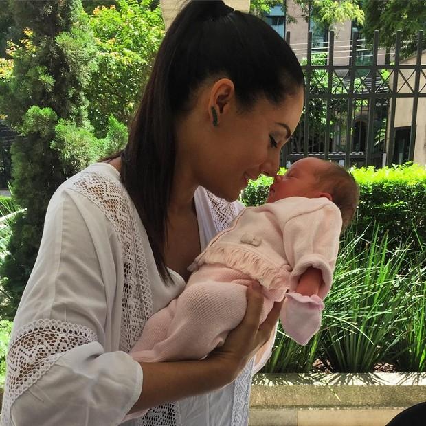Mônica Carvalho com o filho (Foto: Instagram / Reprodução)
