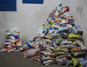 Alimentos arrecadados no Jogo das Estrelas em RO (Foto: Daniele Lira)