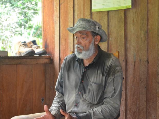 Primo de Chico Mendes, Raimundo Mendes de Barros lamenta entrada de gado em Reserva (Foto: Yuri Marcel/G1)