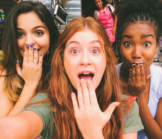 Pally Siqueira com Marina Ruy Barbosa e Lellêzinha nos bastidores de Totalmente Demais (Foto: Reprodução/Instagram)