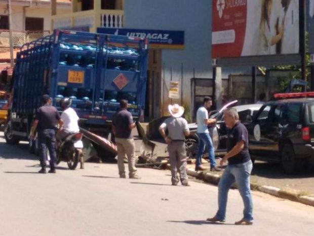 Motorista bateu em caminhão após perseguição (Foto: Alex Torres Leme/Arquivo Pessoal)