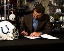 Luck renova até 2021 com os Colts e receberá um total de US$ 140 milhões