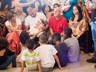Adriano batiza a filha, Lara, no Rio de Janeiro, e faz festa para comemorar