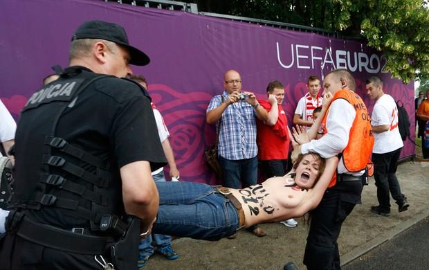 protesto grupo feminista topless eurocopa 2012 (Foto: Agência Reuters)