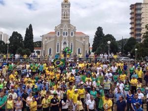 Manifestantes fizeram passeata em Lençóis Paulista  (Foto: João Dutra/ Arquivo pessoal )