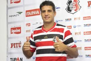 Moradei é apresentado como reforço do Santa Cruz (Foto: Aldo Carneiro/Pernambuco Press)