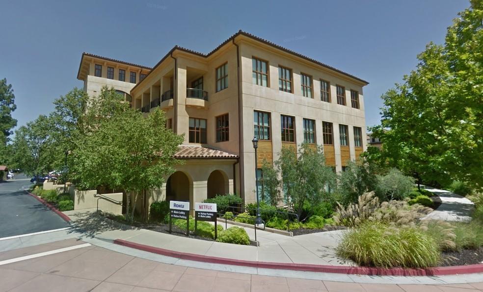 A sede da Netflix, na Califórnia, não é daqueles escritórios modernos, mas Hastings diz não se importar com isso (Foto: Reprodução/GoogleStreetview)