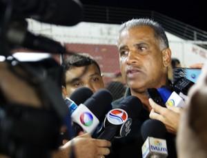 Ademir Fonseca lamenta derrota, mas não entrega o cargo (Foto: Augusto César Gomes/GLOBOESPORTE.COM)