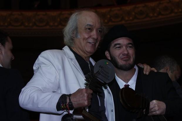 Erasmo Carlos com o filho Alexandre Pessoal em prêmio no Rio (Foto: Arquivo/Ag News)