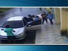 Mulher é surpreendida por assaltantes quando levava crianças para a escola