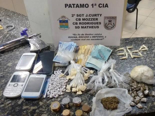 G1 - Quatro são detidos em Santo Antônio de Pádua com três
