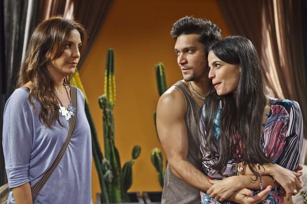 Ivete Sangalo em cena do seriado As Brasileiras com Armando Babaioff e Emanuelle Araújo (Foto: Globo / Ique Esteves)