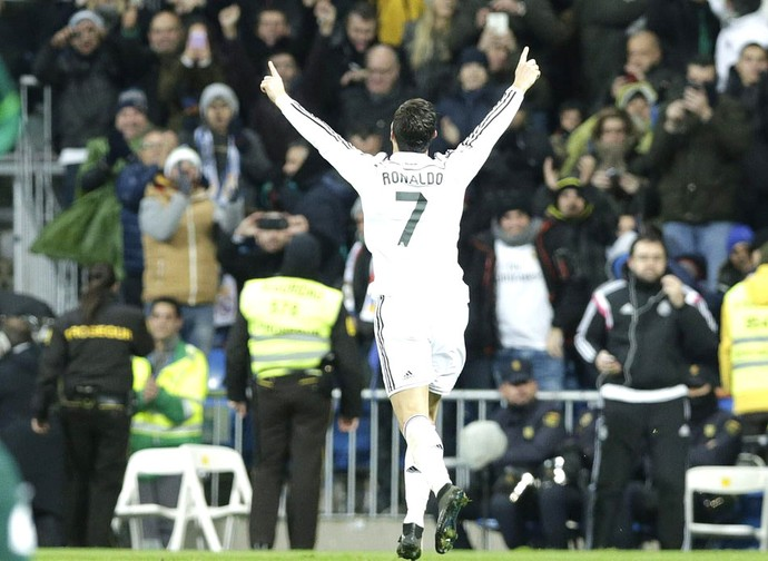 Cristiano Ronaldo comemora gol do Real Madrid contra o Celta vigo (Foto: Agência EFE)