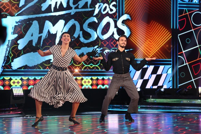 Brenno Leone e Rachel Drodowsky me ritmo de rock (Foto: Carol Caminha/Gshow)