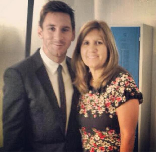 Messi posa para foto ao lado da mãe em Monaco (Foto: Reprodução / Instagram)