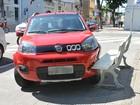 Motorista passa mal ao volante e invade praça em João Pessoa
