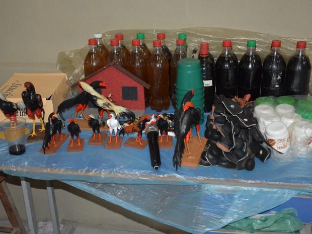 Souvenirs eram vendidos no galpão onde aconteciam as rinhas (Foto: Divulgação/PF)