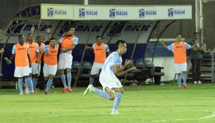 Gol de Juninho, macaé x santa cruz (Foto: Tiago Ferreira / Macaé Esporte)