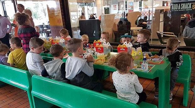 Membros de grupo de mães no Facebook se reúnem para garantir festa de aniversário para garoto de 4 anos  (Foto: Reprodução)