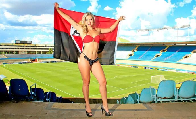 Vanessa Lorraine é a musa do Atlético-GO no Goianão 2015 (Foto: Divulgação / Camila Fontanive)