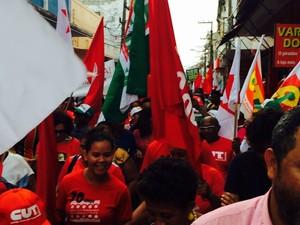 Passeata percorre Rua Grande com destino à Praça Deodoro, em São Luís (Foto: Regina Souza/TV Mirante)