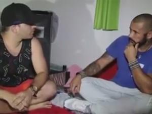 José Júnior durante entrevista com o traficante Playboy (Foto: Reprodução/Facebook)