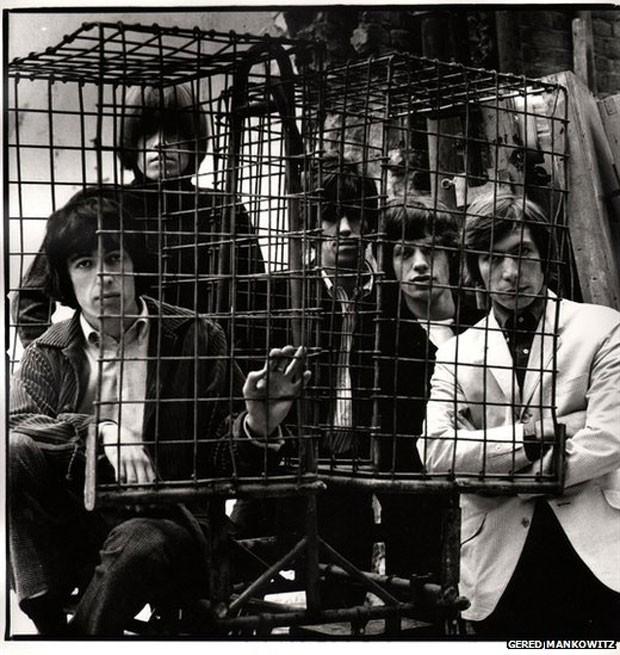 A Atlas Gallery, em Londres, mostra parte do acervo com mais de mil fotografias inéditos dos Rolling Stones. O arquivo pertence ao fotógrafo Gered Mankowitz. Da esquerda para a direita, Bill Wyman, Brian Jones, Keith Richards, Mick Jagger, e Charlie Watts, em 1965 (Foto: Gered Mankowitz)