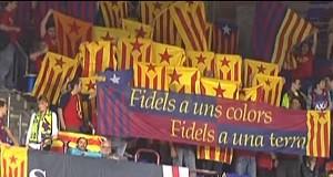 Bandeiras e faixa Catalunha torcida Barcelona