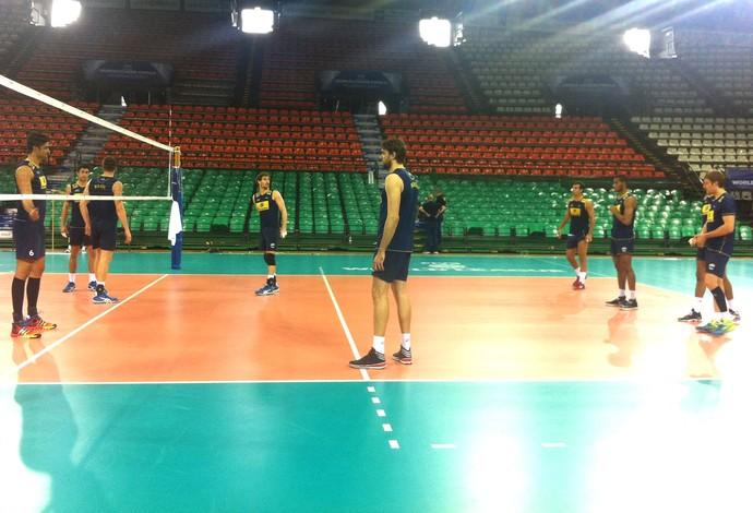 treino da seleção brasileira de vôlei em Florença (Foto: Reprodução / CBV)