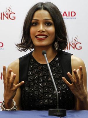 Freida Pinto é embaixadora da campanha Girl Rising na Índia (Foto: Altaf Qadri/AP)