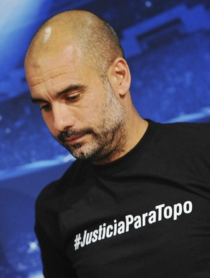 """Guardiola """"Justicia para Topo"""" (Foto: Agência EFE)"""