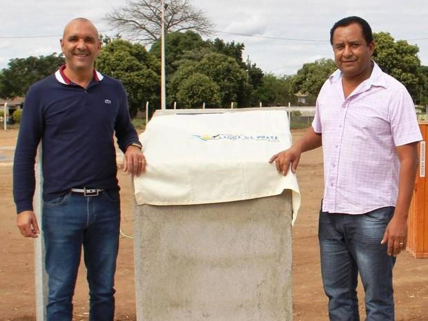 Paulo César Teodoro (E) e Ismar Roberto de Araújo, prefeito e vice de Lagoa da Prata (Foto: PMLP/Divulgação)