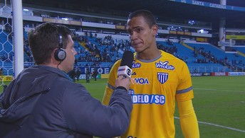 Renan comemora triunfo diante do Ceará (Luiz Henrique/Figueirense FC)
