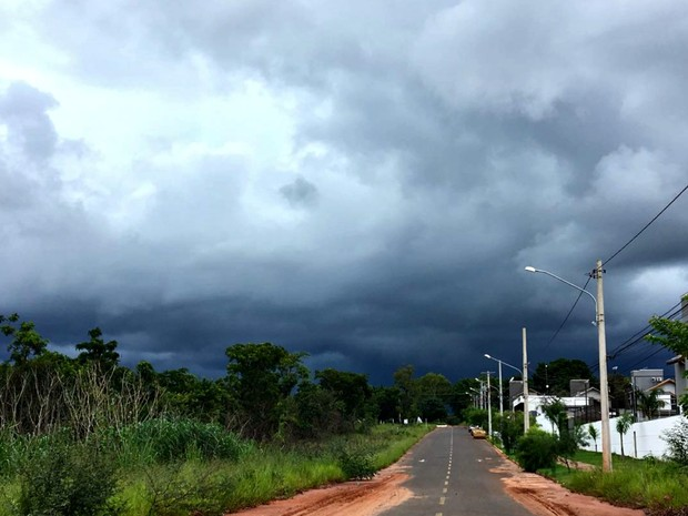 Tempo oscila de sol com chuvas isoladas em MS (Foto: Franciane Gonçalves / TV Morena)