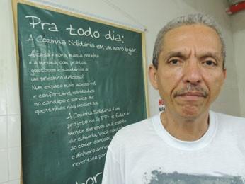 Wladimir Cardoso toca projeto da Cozinha Solidária no GTP+ (Foto: Luna Markman/G1)