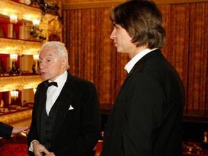Sergei Filin (à dir.), em foto de arquivo com o coreógrafo Yuri Grigorovich (Foto: AP)