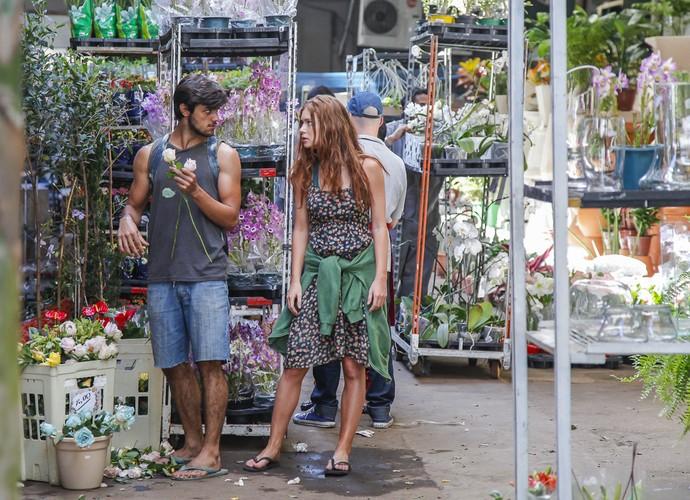 Marina Ruy Barbosa grava com Felipe Simas (Foto: Artur Meninea/ Gshow)