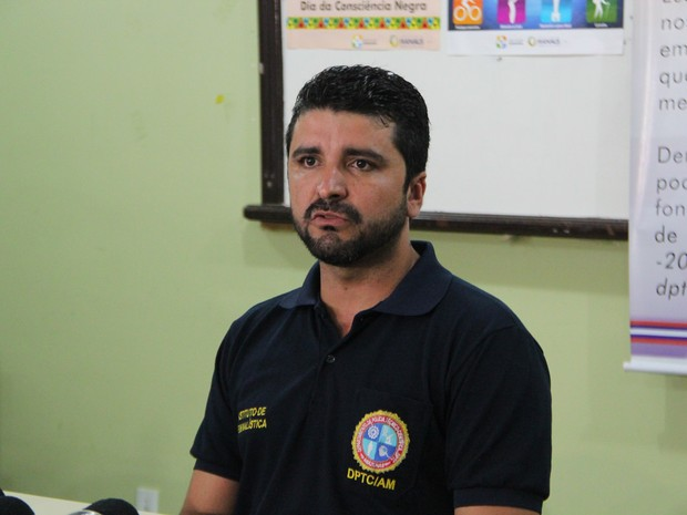 Jefferson Mendes, diretor do DPTC, falou sobre processo de identificação de vítimas  (Foto: Marcos Dantas/G1 AM)