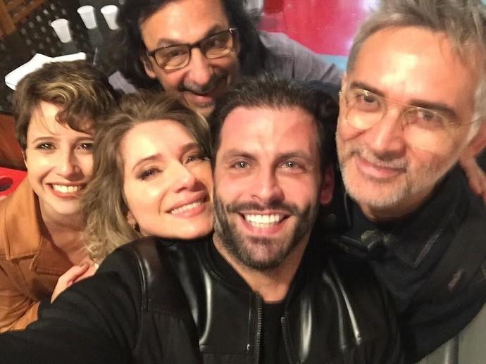 Maureen ao lado de Henri Castelli, Letícia Spiller, o diretor Carlos Araújo e o preparador de elenco Chico Acioly (Foto: Reprodução/Instagram)
