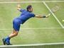 Sem muita pressão, Federer derrota tunisiano e avança na grama de Halle