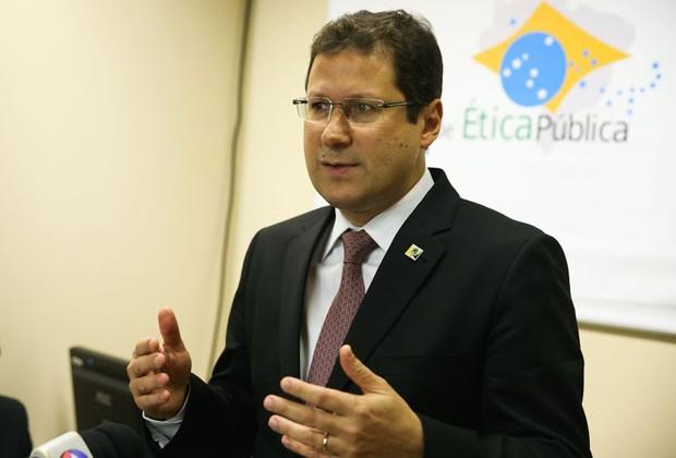 O presidente da Comissão de Ética Pública, Mauro Menezes, em entrevista no Palácio do Planalto (Foto: Valter Campanato/ABr)