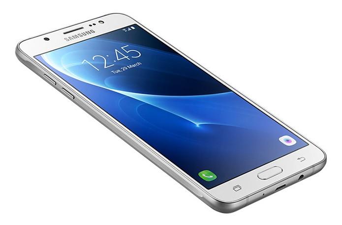 Galaxy J7 Metal chega com novo processador e câmera frontal melhorada (Foto: Divulgação/Samsung)