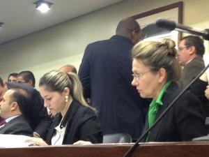 Deputada Regina Becker Fortunati acompanhou a análise (Foto: Roberta Salinet/RBS TV)