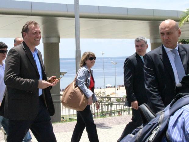 Valcke e comitiva da Fifa visitaram a praia da Ponta Negra na manhã deste domingo (Foto: Diego Toledano/G1 AM)