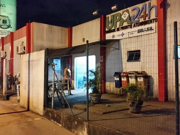 Atendimento foi suspenso na Upa da Zona Sul de Porto Velho na noite desta segunda-feira, 28 (Foto: Toni Francis/G1)