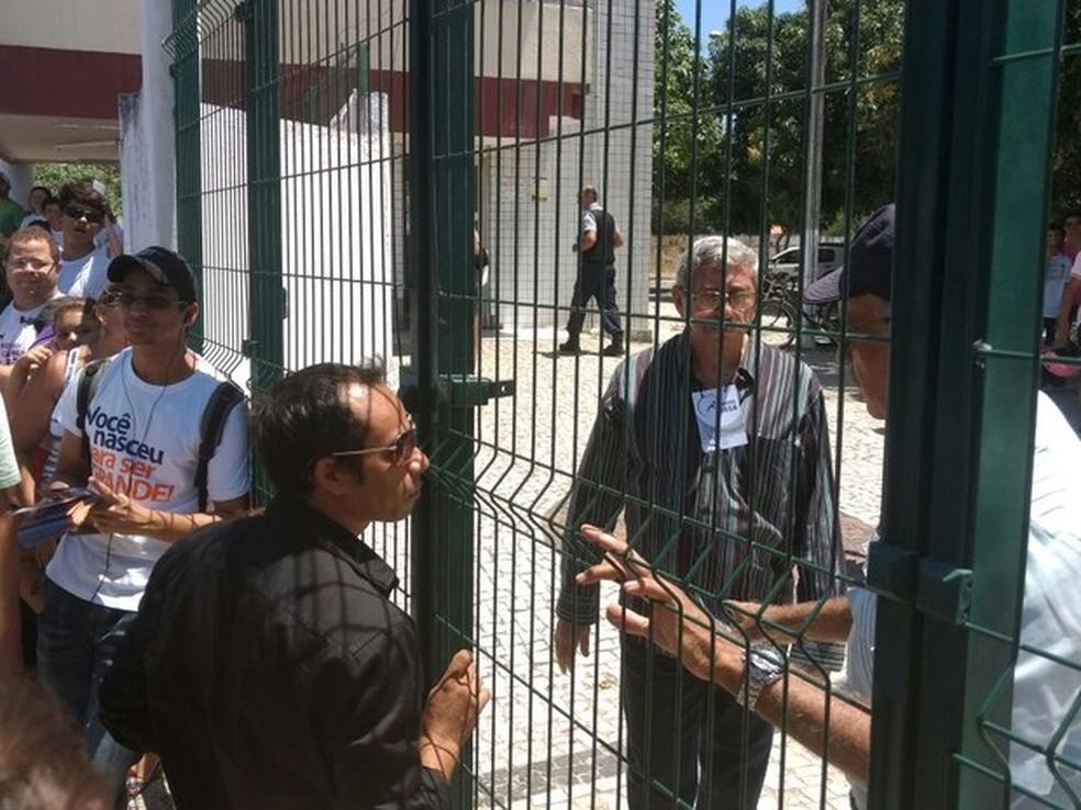 José Renato de Sousa diz que chegou atrasado ao local do Enem em Fortaleza devido ao trânsito (Foto: Michel Victor/G1)