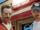 Bryan Cranston e Aarol Paul revivem 'Breaking bad' em vídeo do Emmy