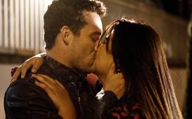 Trilha sonora: 'Busy (For Me)' embala as cenas de amor de Perséfone e Daniel