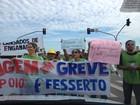 Enfermeiros em greve fazem protesto em avenida de Palmas