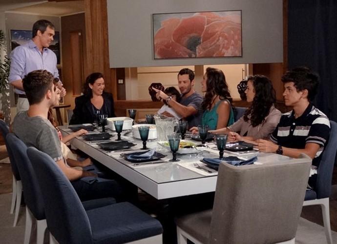 Que delícia eram os encontros da família de Griselda! (Foto: Divulgação/TV Globo)